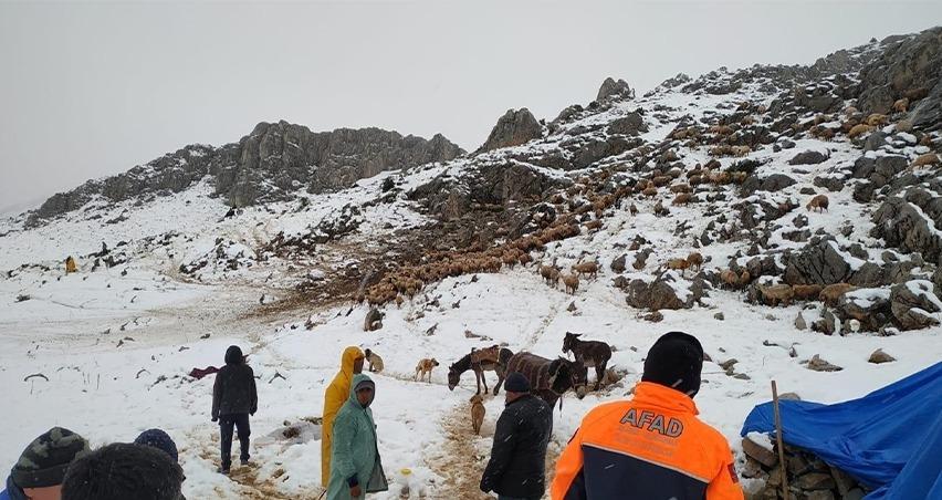 Kar nedeniyle mahsur kalan çobanlar ve 2 bin küçükbaş kurtarıldı