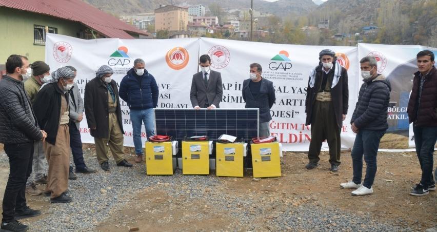 Beytüşşebap'ta çiftçilere çadır ve güneş paneli desteği